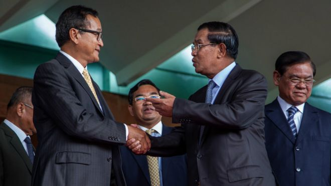 150508145514_hun_sen_sam_rainsy_640x360_getty_nocredit.jpg