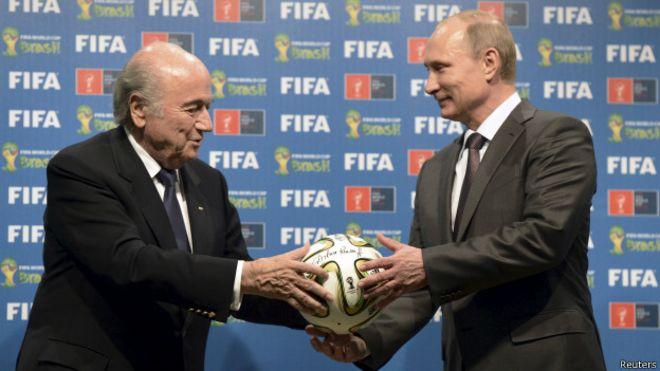 Cựu Chủ tịch Fifa Sepp Blatter và Tổng thống Nga Vladimir Putin