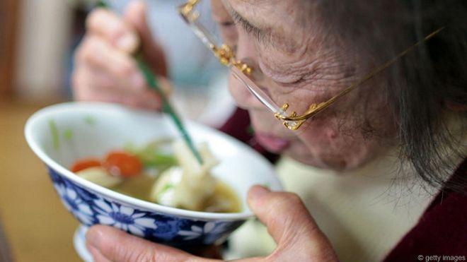 150623094627_old_japan_old_woman_eats_624x351_getty_nocredit.jpg