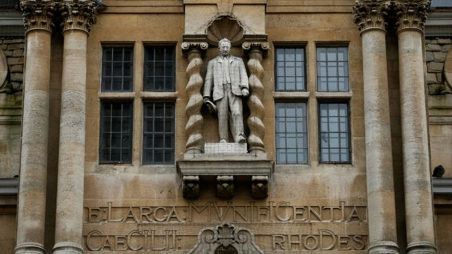 Estatua de Cecil Rhodes en Oxford
