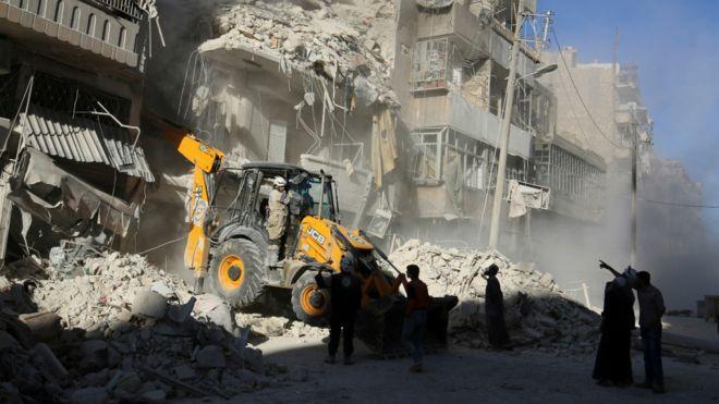 受到政府軍猛烈襲擊的阿勒頗居民區