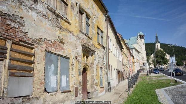 Edifícios góticos e renascentistas caem aos pedaços em Jáchymov