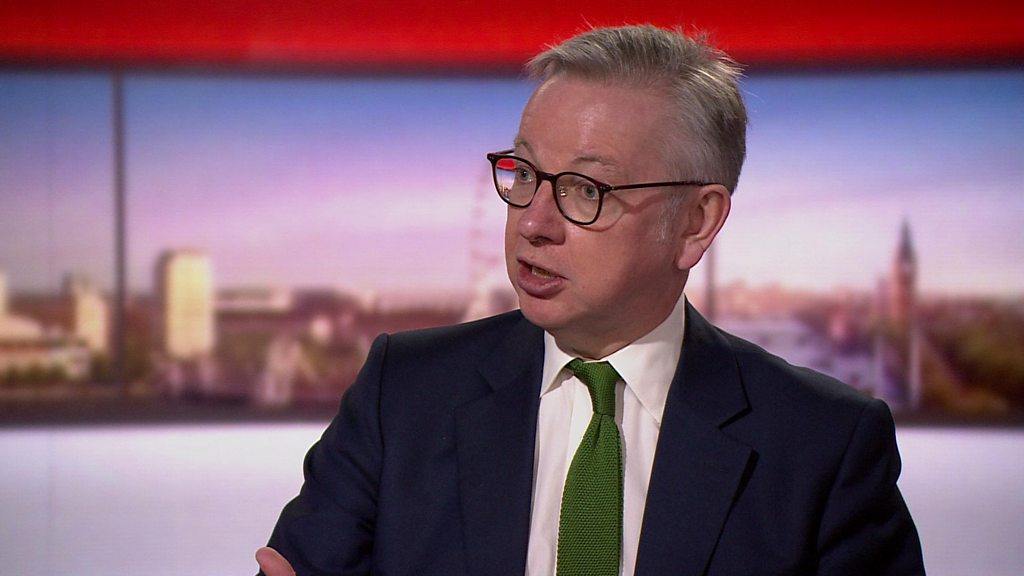 Photo of Gove 'trusts common sense' on masks in shops