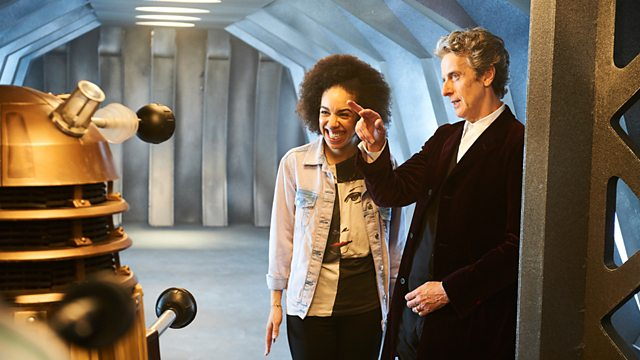 Nova companion, Bill, no set de filmagem de Doctor Who - Fim do Universo