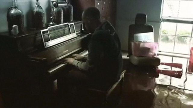 Man plays piano in flooded Texas home - footage courtesy of Greg Aylor