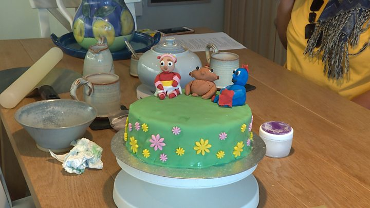 The Bakers Helping Children With Free Birthday Cakes Bbc News