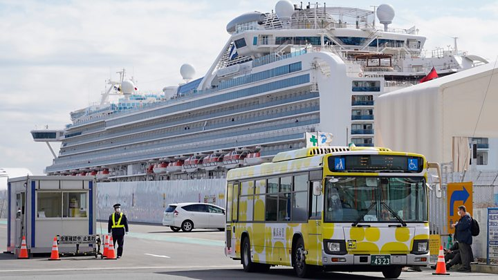 Coronavirus: Passengers leave Diamond Princess amid criticism of ...
