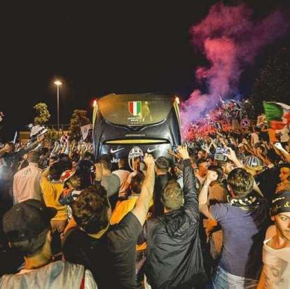 Juventus get welcomed home by fans