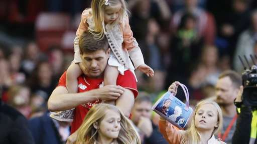 Steven Gerrard and his daughters