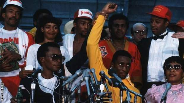 Leonard raised Hearns' hand as the pair faced the media after their bout