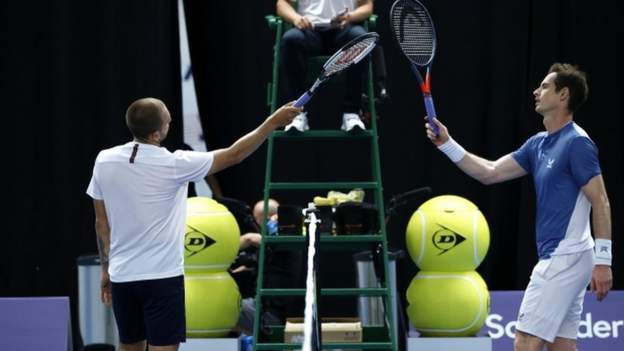 Photo of Evans beats Murray to reach final
