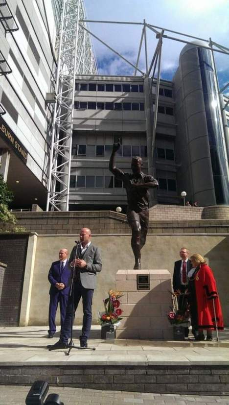 The Alan Shearer statue in all its glory #nufc