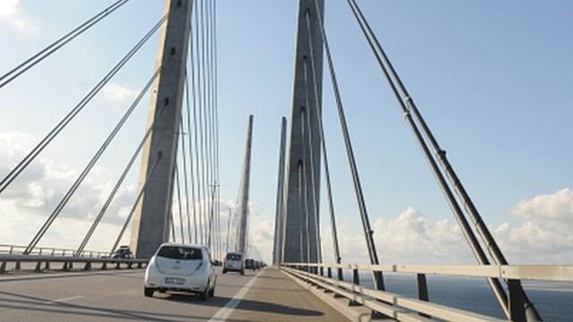 _84662949_bridge.jpg