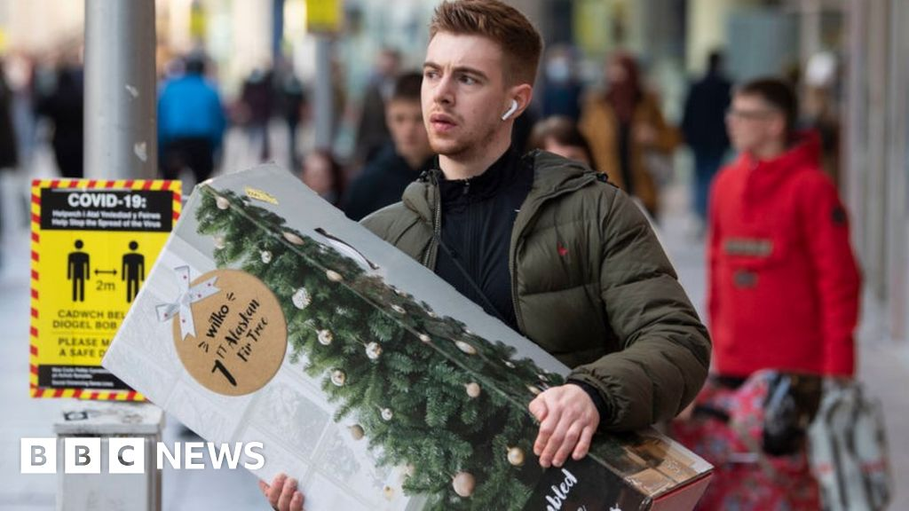 , Shoppers told to plan ahead for Christmas amid port delays, The Evepost BBC News