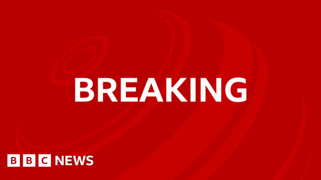 France President Emmanuel Macron slapped in the face #world #BBC_News