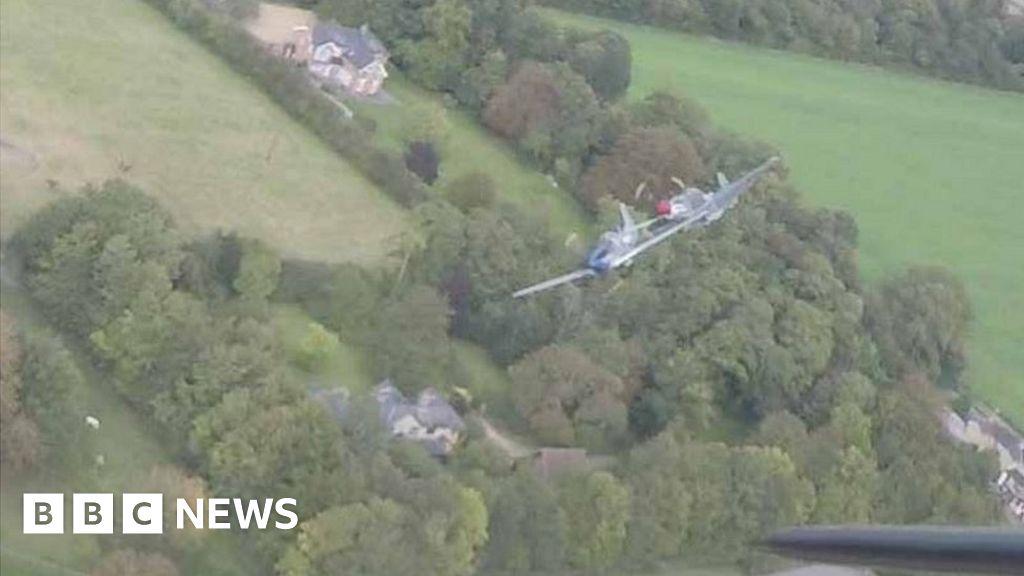 Duxford Mustang air crash: AAIB report cites 'luck' - BBC News