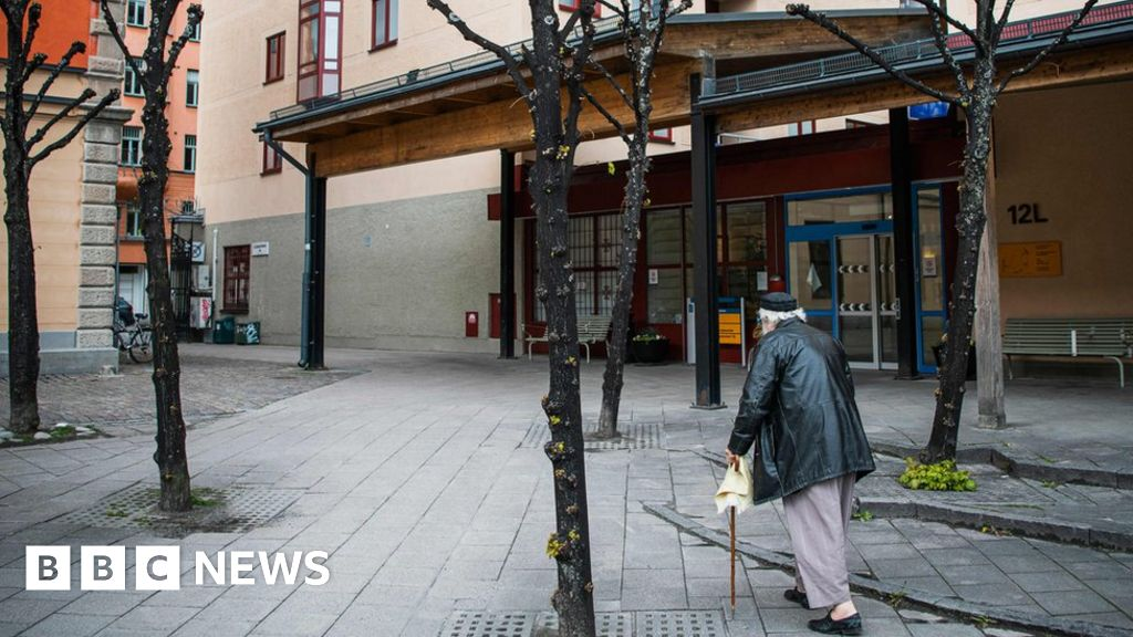 Coronavirus: What's going wrong in Sweden's care homes?
