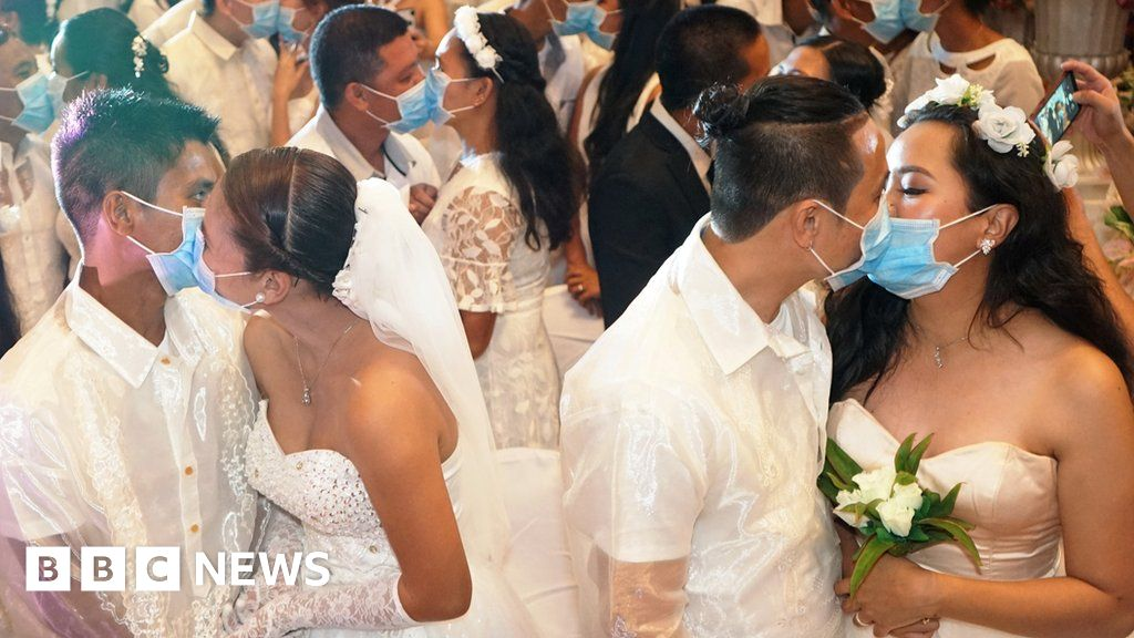 Newly Weds Kiss Behind Masks In Manila