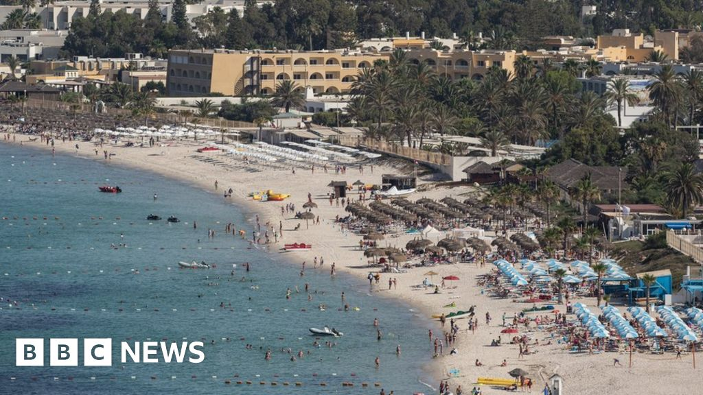 UK government relaxes travel advice for Tunisia - BBC News