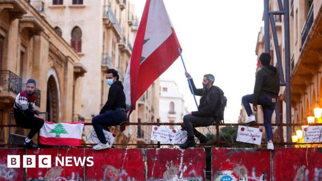 Lebanon 'could sink like Titanic' without new government #world #BBC_News