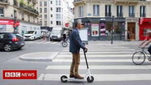 Paris police search for two e-scooter riders after pedestrian killed #world #BBC_News