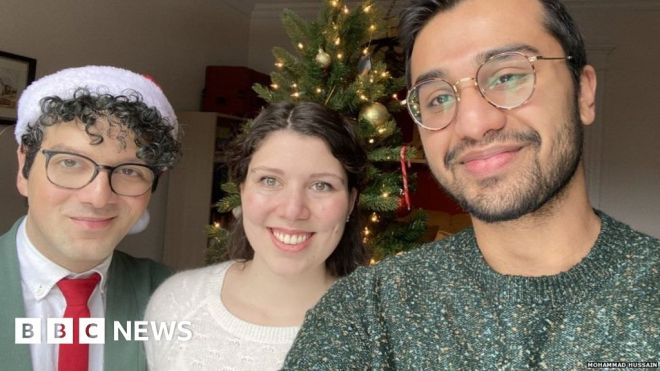 Muslim-Canadian's 'first Christmas' goes viral #world #BBC_News