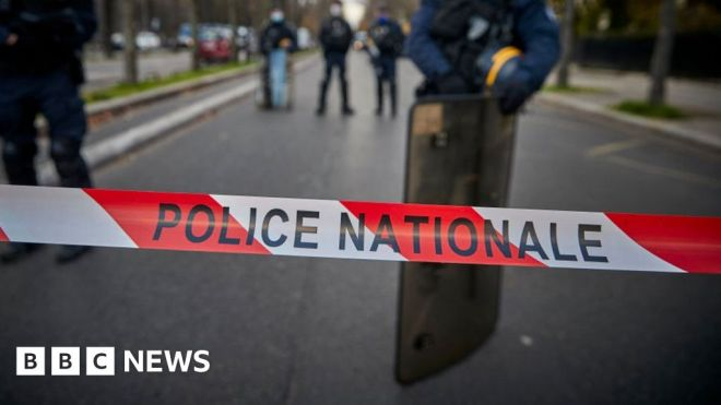 Paris teenagers arrested after body of girl, 14, found in Seine #world #BBC_News
