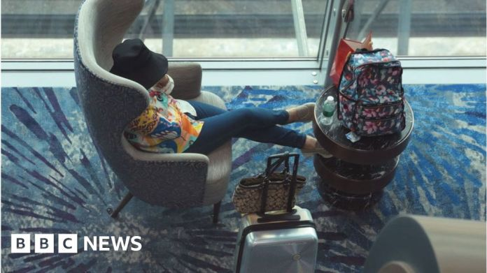 Watch Singapore Covid: Airline web sites crash as borders set to open – BBC English News