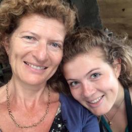 Evie Prichard y su madre, Mary Ann Sieghart.
