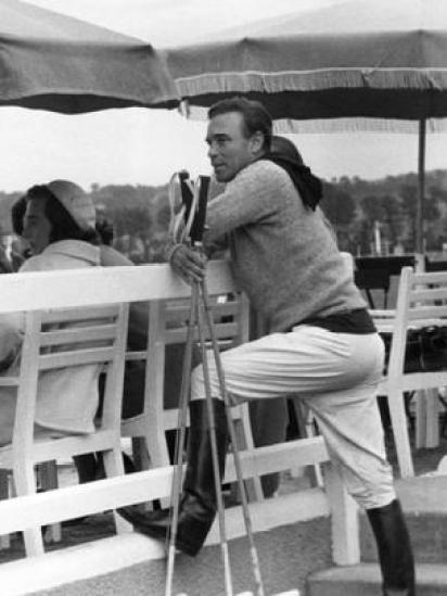 Porfirio Rubirosa con su atuendo para jugar al polo.