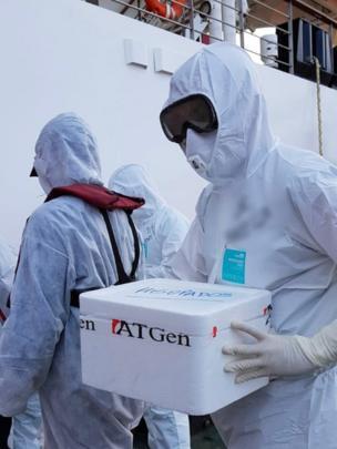 Empleados del laboratorio trabajaron en el operativo de evacuación de pasajeros del crucero Greg Mortimer, que registró casos positivos de covid-19