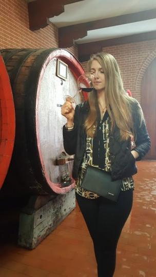 """Маша Русина """"откупилась"""" от белорусского государства и занимается продажей итальянского вина"""