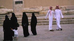 Women and men in Saudi Arabia (file)