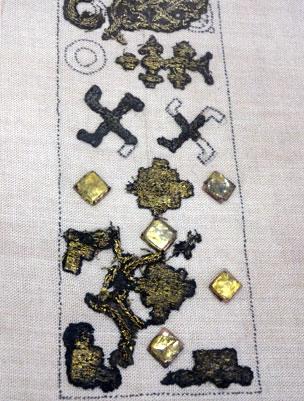 fragmentos de textiles desde el siglo 12