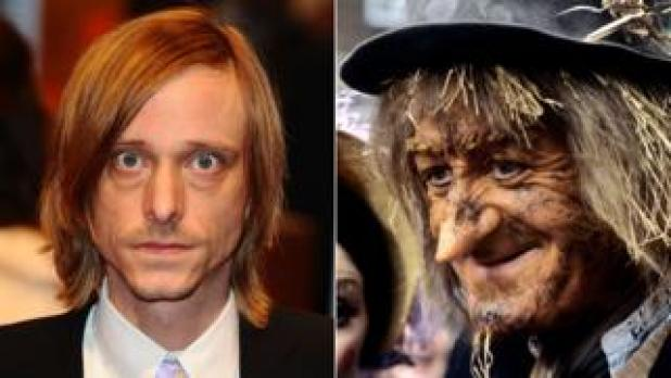 Mackenzie Crook and Jon Pertwee as Worzel Gummidge