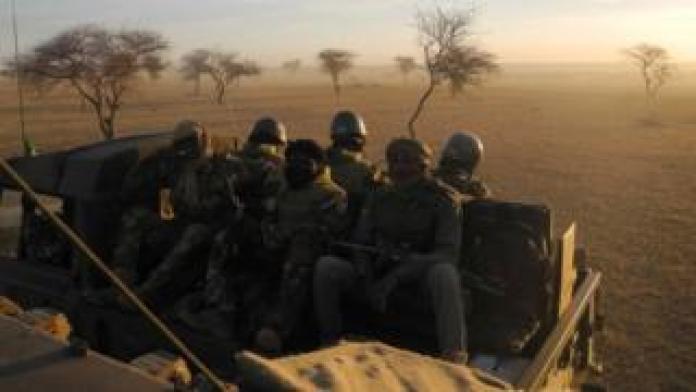 Des soldats maliens de la force du G5 en patrouille à la frontière avec le Burkina Faso et le Niger (illustration).