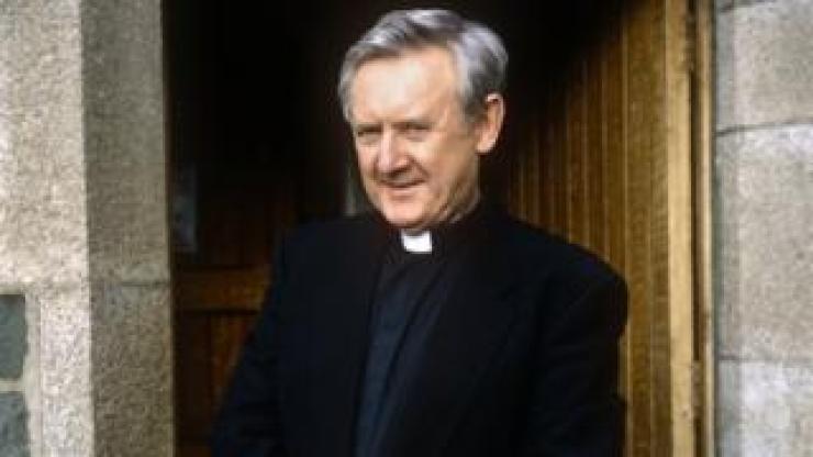 Niall Toibin as Fr MacAnally