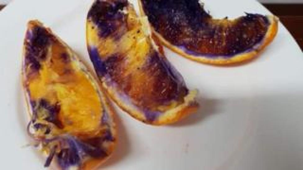NEWS Three orange slices that turned purple