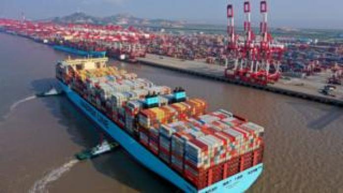 Tugs guide Maersk Line container ship to Yangshan deepwater port