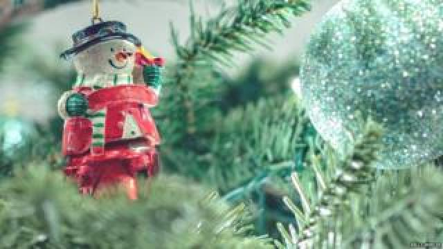 Bauble in a Christmas tree (Image: Kelly Mercer/Flickr)