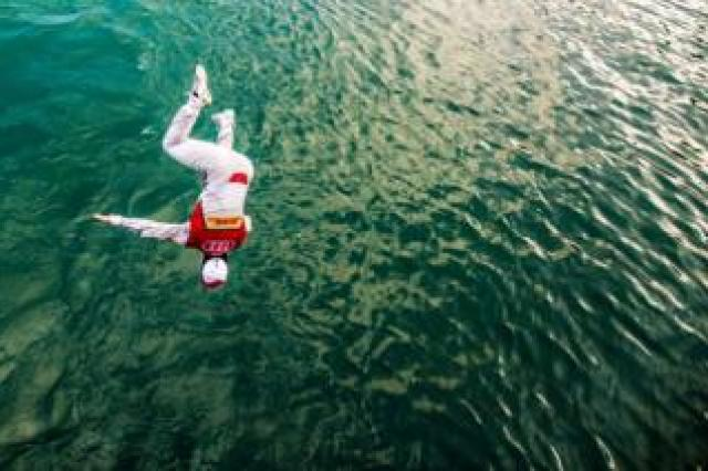 Lucas di Grassi celebrates victory by jumping into Lake Zurich
