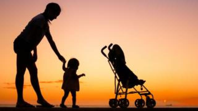 A single mum and her child (stock image)