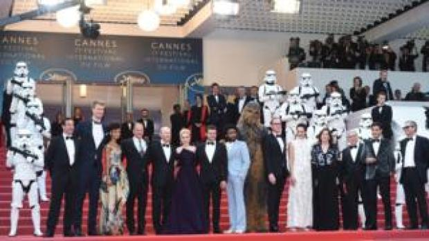 Ron Howard with members of the Solo cast
