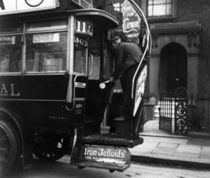 Man spraying omnibus