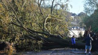Thousands without power after Ophelia 4