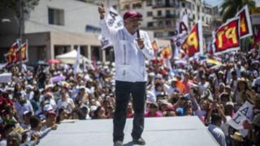 Andrés Manuel López Obrador durante u mitin.