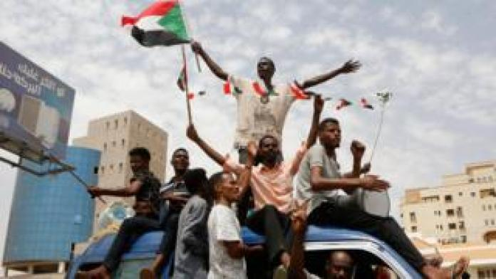 """Sudanese people celebrate in the streets of Khartoum after ruling generals and protest leaders announced they have reached an agreement on the disputed issue of a new governing body on July 5, 2019. - The landmark agreement came after two days of talks following the collapse of the previous round of negotiations in May over who should lead the new ruling body -- a civilian or soldier. """"The two sides agreed on establishing a sovereign council with a rotating military and civilian (presidency) for a period of three years or little more,"""" African Union mediator Mohamed El Hacen Lebatt told reporters"""