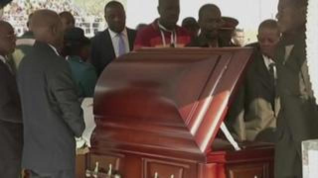 Robert Mugabe lies in state