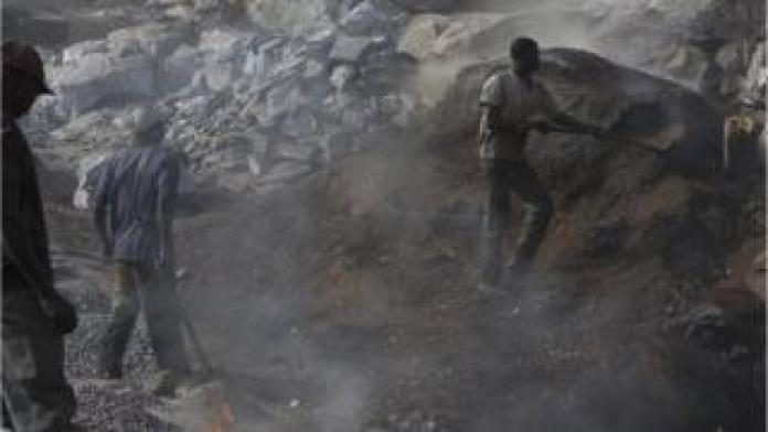 Cette interdiction est ''une application d'une mesure prise en 2009'' explique le ministre des mines et des carrières.