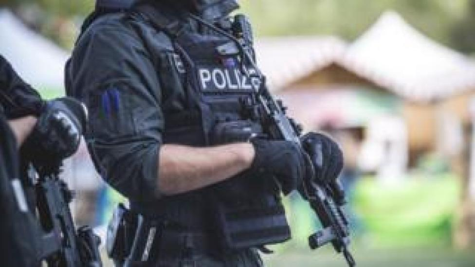 NEWS German police officer